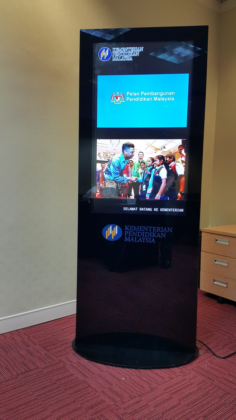 Floor Standing Touchscreen Kiosk For Kpt